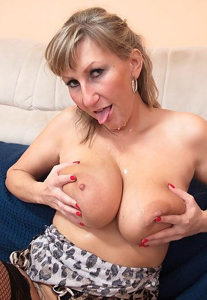 Free Busty Moms Porn Pictures