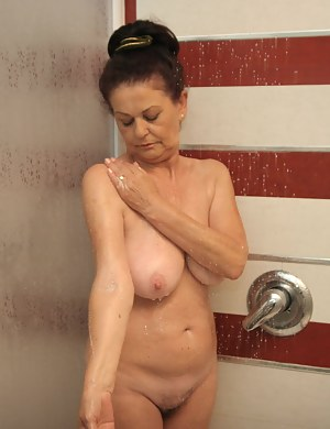Free Wet Moms Porn Pictures