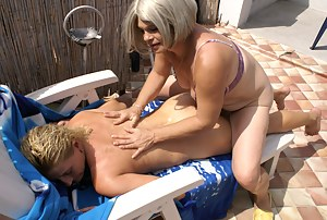 Free Moms Massage Porn Pictures