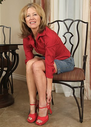 Free Moms Legs Porn Pictures