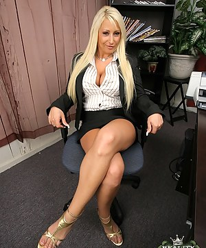 Free Moms Boss Porn Pictures