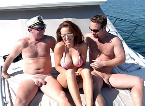 Free Moms Boat Porn Pictures