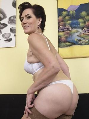 Free Moms Bra Porn Pictures